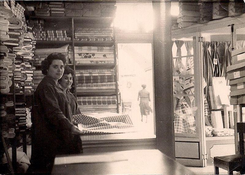 Foto de la tienda de Travesera de Gracia en los años 60